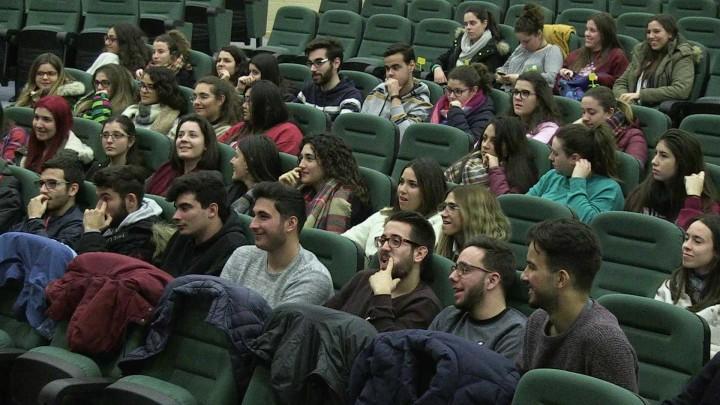 El psicólogo argentino Alejandro Schujman diserta en la UMU sobre herramientas psicoeducativas para los jóvenes