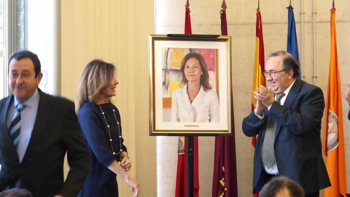 Incorporación del retrato de Pilar Montaner a la galería de decanos de la facultad de Economía y Empresa