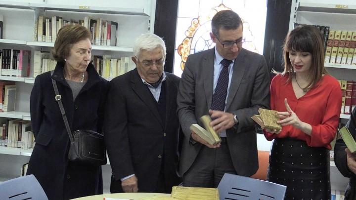 La biblioteca Antonio de Nebrija ha ampliado su fondo documental gracias al profesor Juan Ros