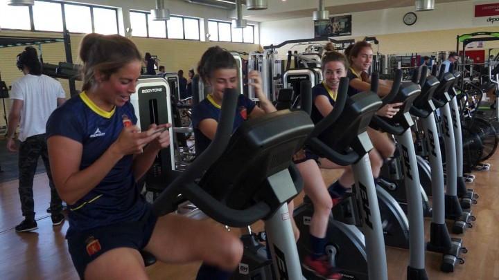 Selecciones Femeninas de Hockey Hierba de España e India en la UMU