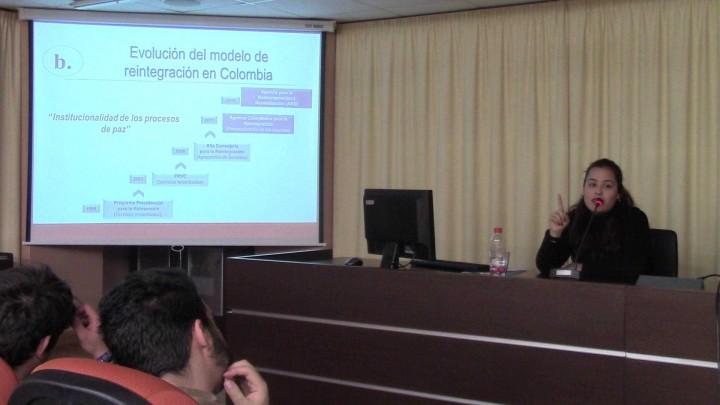 """""""Experiencias de construcción de paz: el modelo de reintegración de excombatientes en Colombia""""."""