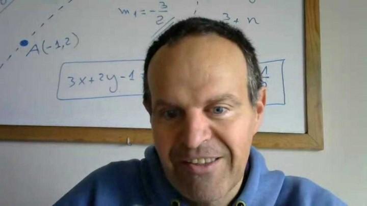 Un profe del instituto Rector Sabater ha liberado su libro con ejercicios de la EBAU de Química