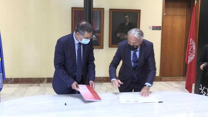 Cajamar aporta 30.000 euros a la UMU para fomentar el acceso al mundo laboral del alumnado