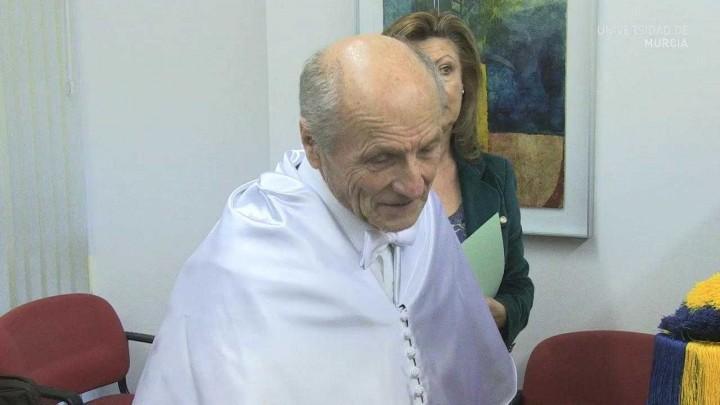Antonio López Investido Doctor Honoris Causa